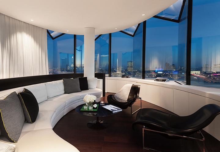 Suite ME Top Floor Lounge Night07